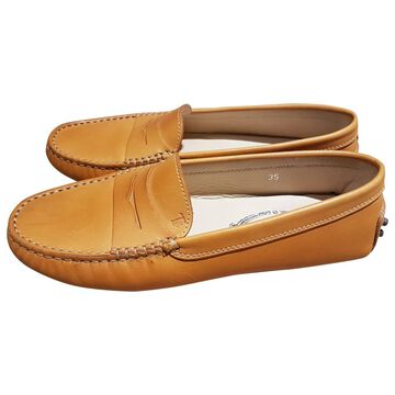 Tod's Camel Leather Flats