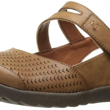 BareTraps Women's Bt Femme Flat Sandal