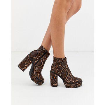 London Rebel platform ankle boots in snake-Orange