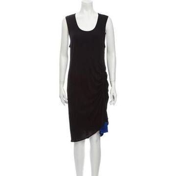 Scoop Neck Knee-Length Dress Black