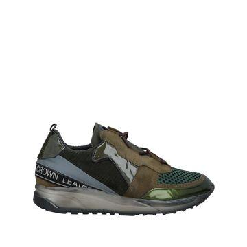 CROWN Sneakers