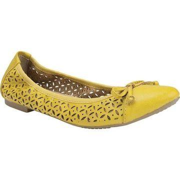Rialto Women's Sofie Ballet Flat Yellow Smooth Polyurethane