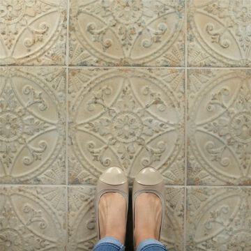 SomerTile 13x13-inch Cantabria Blanco Ceramic Floor and Wall Tile (10 tiles/12.2 sqft.)