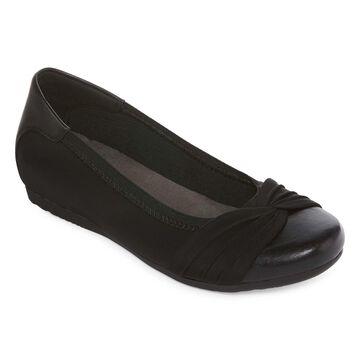Yuu Womens Marcel Closed Toe Slip-On Shoe