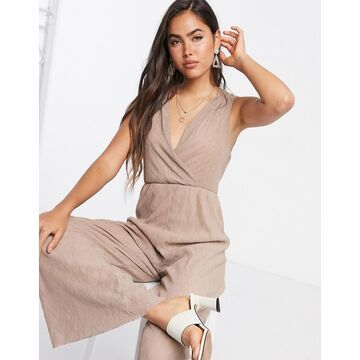 Liquorish pleated jumpsuit in tan