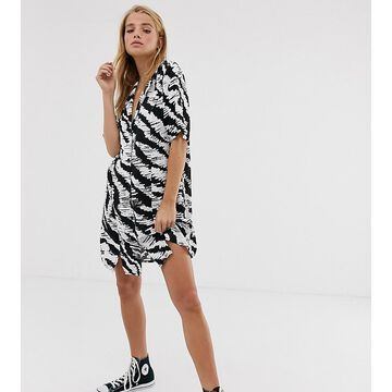 Reclaimed Vintage inspired oversized shirt dress in mono animal print-Black