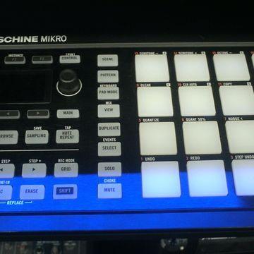 Used Maschine Mikro MKI MIDI Controller
