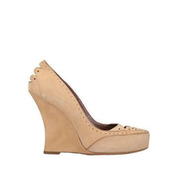 TABITHA SIMMONS Pump