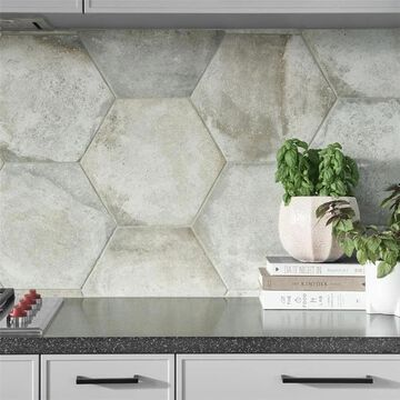 SomerTile 14.125x16.25-inch Tremont Ferro Hex Bianco Porcelain Floor and Wall Tile (9 tiles/11.05 sqft.) (CASE)
