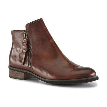 Walking Cradles Womens Kason Round Toe Ankle Clog Boots