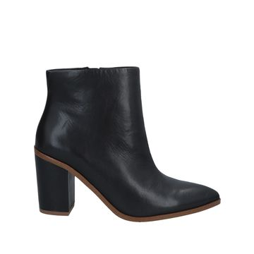 1.STATE Ankle boots