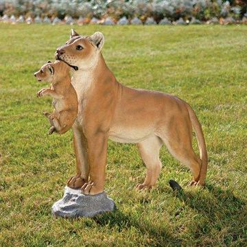 Design Toscano Lioness with Cub Statue