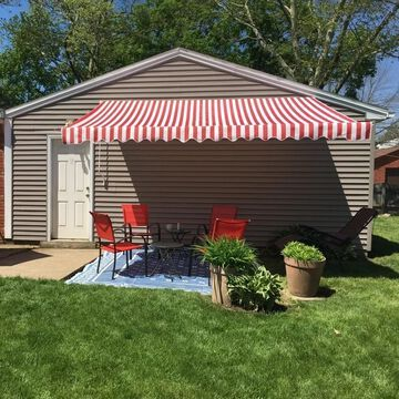 ALEKO Retractable 6.5 x 5 ft Deck Sunshade Patio Awning Red White Stripes