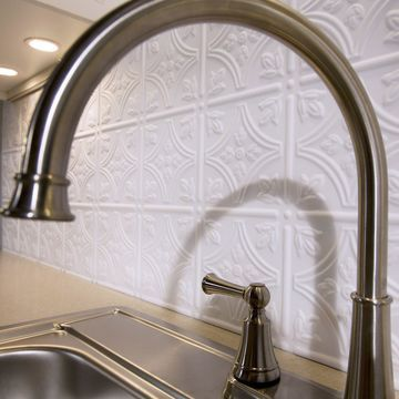 Fasade Traditional Style #1 Matte White 18-square Foot Backsplash Kit