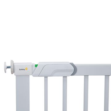 Safety 1st& Flat Step Metal Pressure-Mount Safety Gate in White