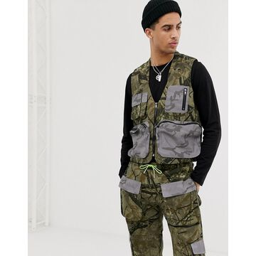Jaded London Utility tank in camo print with reflective pockets-Green