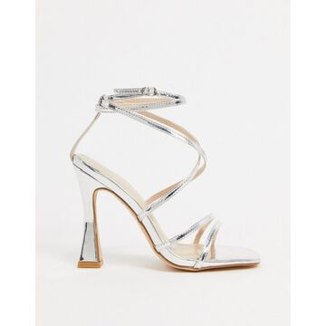 Glamorous square-toe sandals with flared stiletto in silver mirror