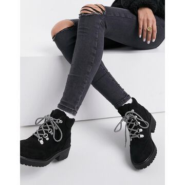London rebel flat boots with contrast laces in black