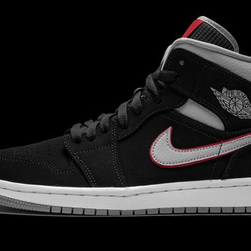 Air Jordan 1 MID Shoes - Size 8