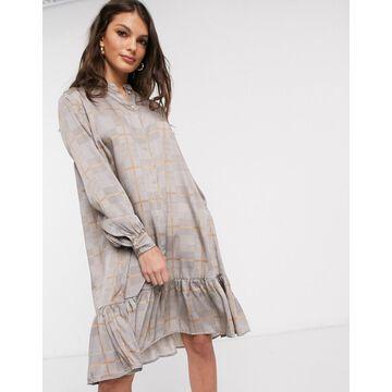Vila smock dress with drop hem in light gray check-Multi