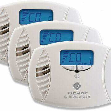 First Alert Dual-Power Plug-In Carbon Monoxide Detector With Battery Backup And