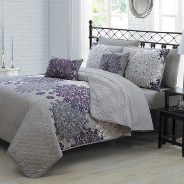 Avondale Manor Amber Quilt Set with Coordinating Throw Pillows