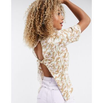 Noisy May short sleeve top with open back detail in camo-Pink