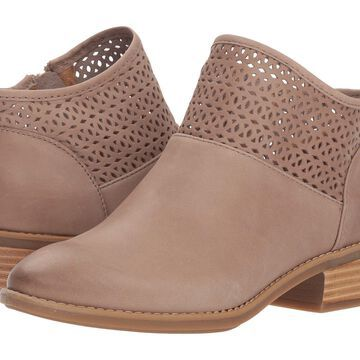 Comfortiva Womens Cailean Leather Almond Toe Ankle